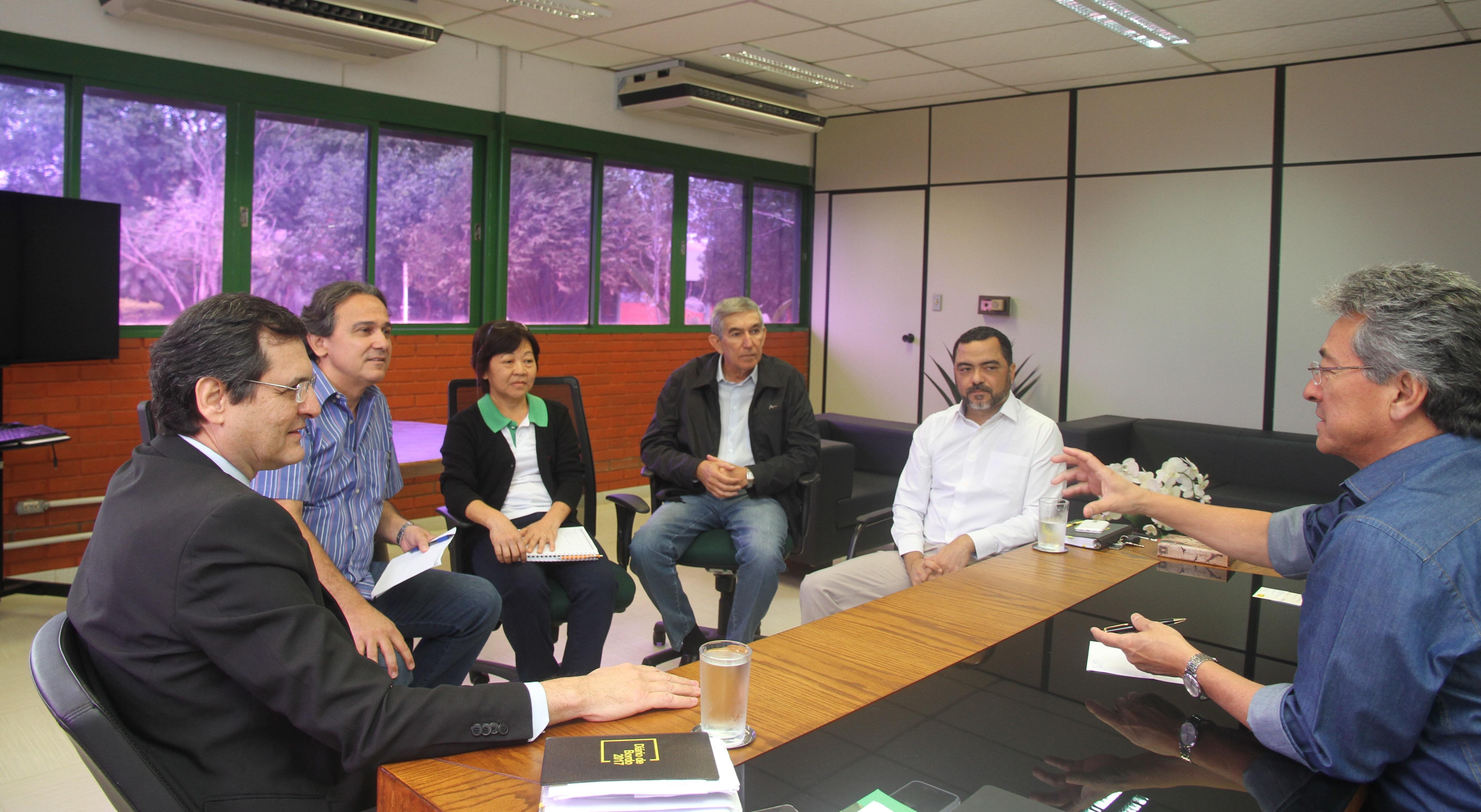 Hashioka recebe representantes do Banco do Brasil